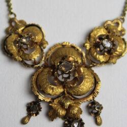 Collares-Antiguos-de-Oro